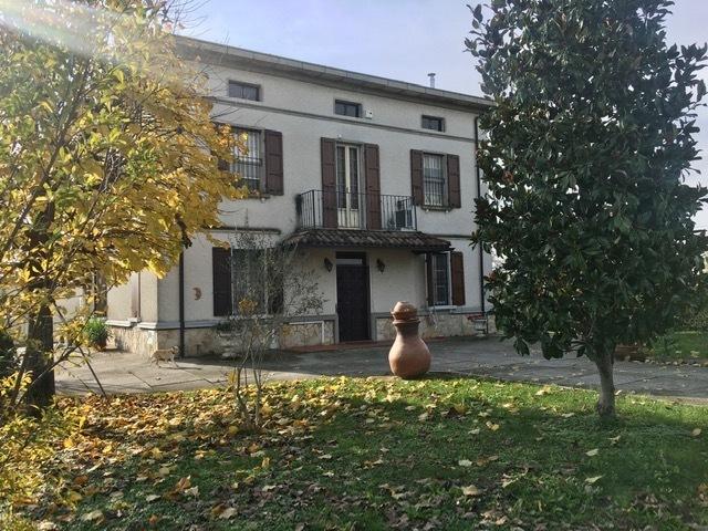 Villa in buone condizioni in vendita Rif. 11993094