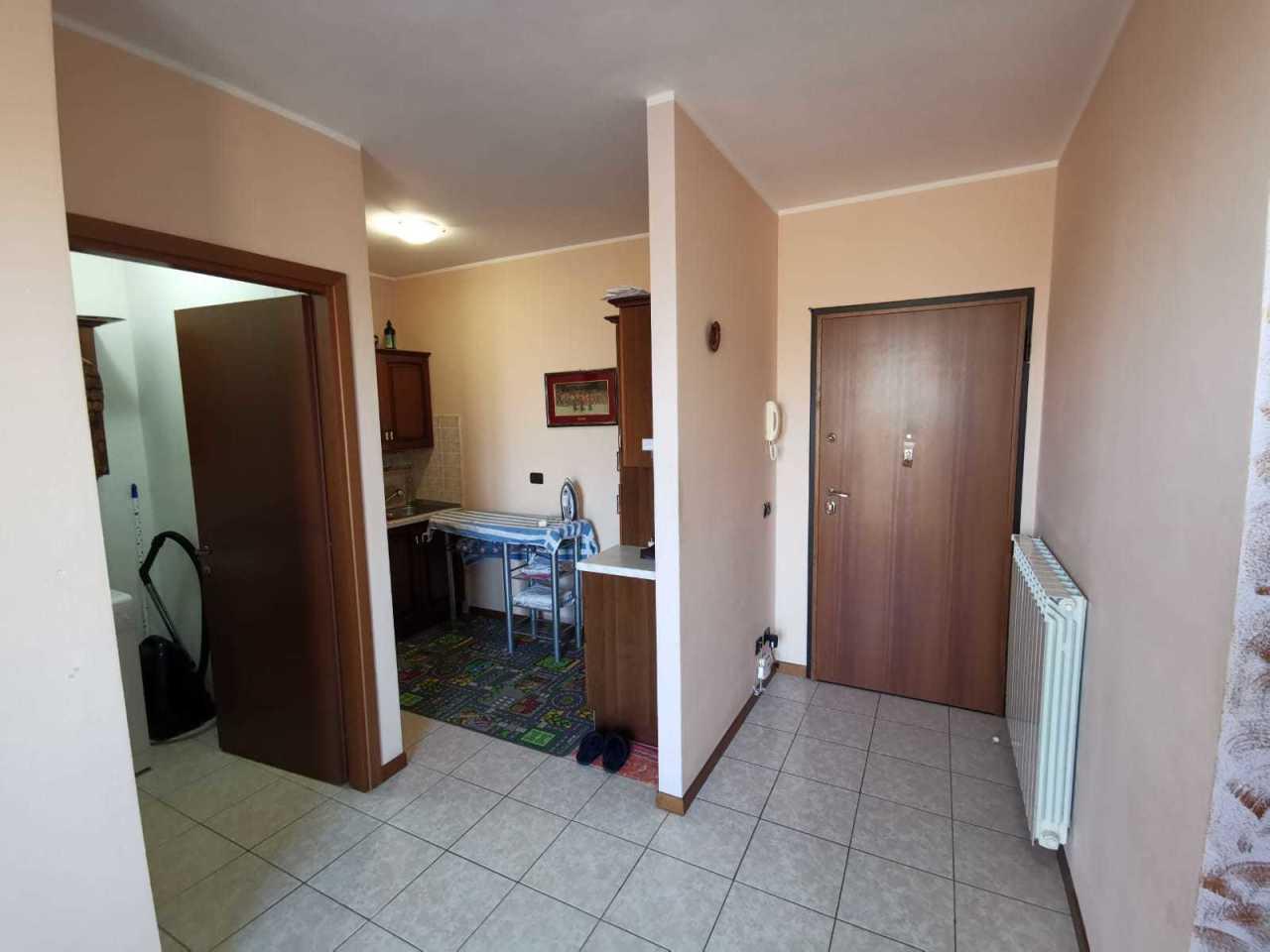 Appartamento in buone condizioni in vendita Rif. 9841469
