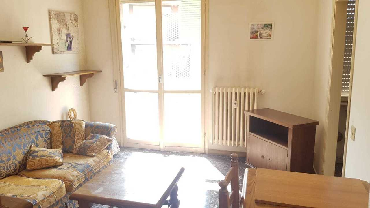 Appartamento in buone condizioni in affitto Rif. 9841481