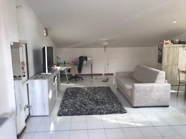 Attico / Mansarda in buone condizioni in affitto Rif. 8266560