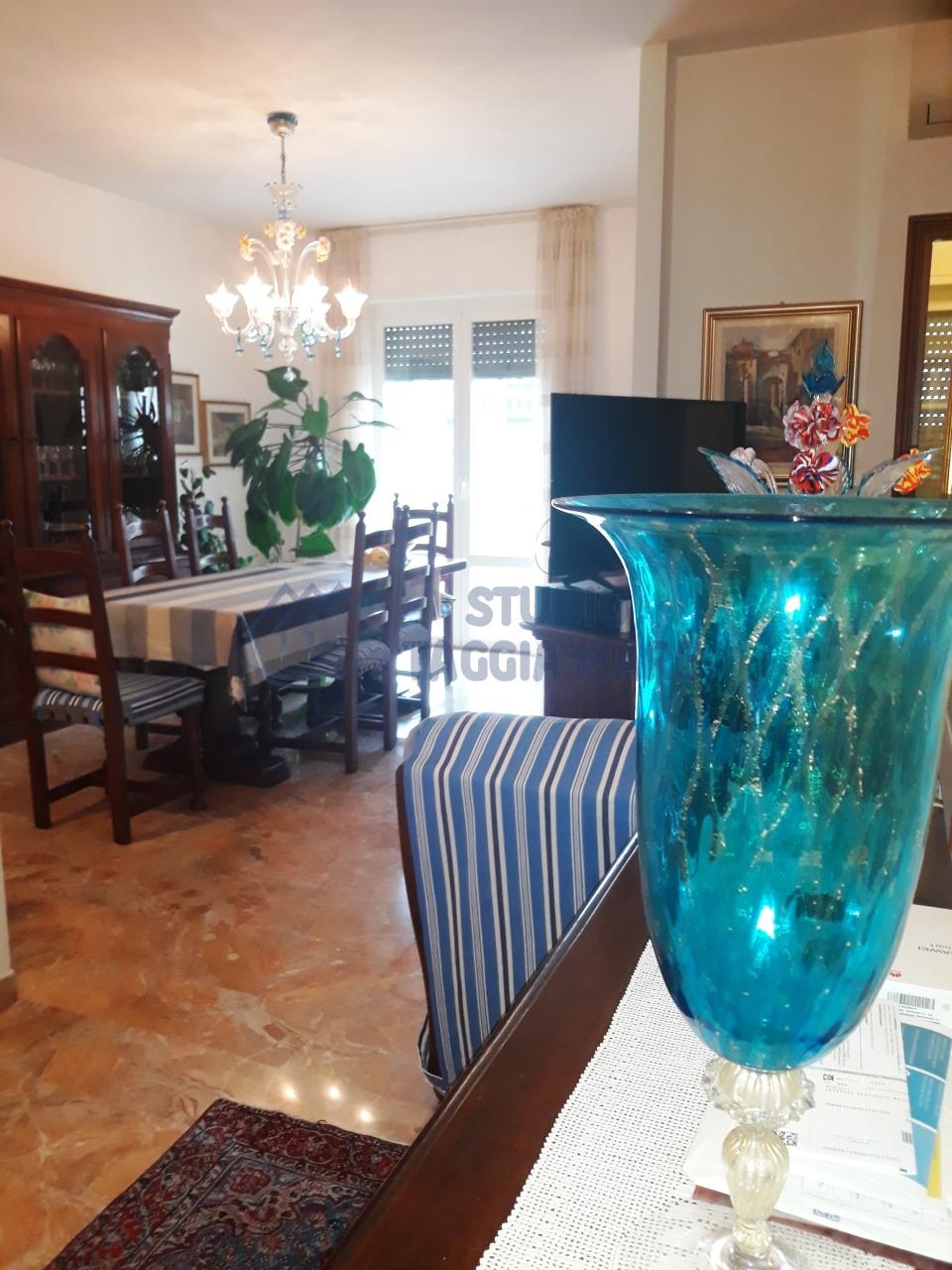 Appartamento in vendita a Taggia, 3 locali, prezzo € 249.000 | CambioCasa.it