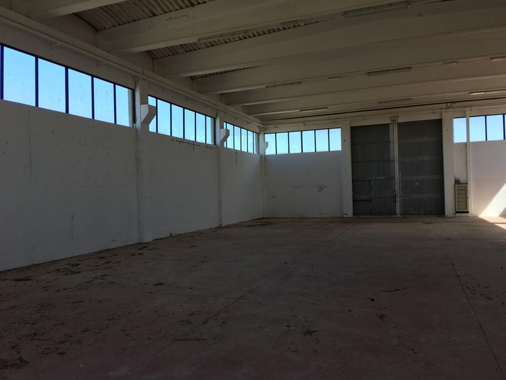 Capannone / Fondo - Industriale/Artigianale a Ragusa Rif. 8637985