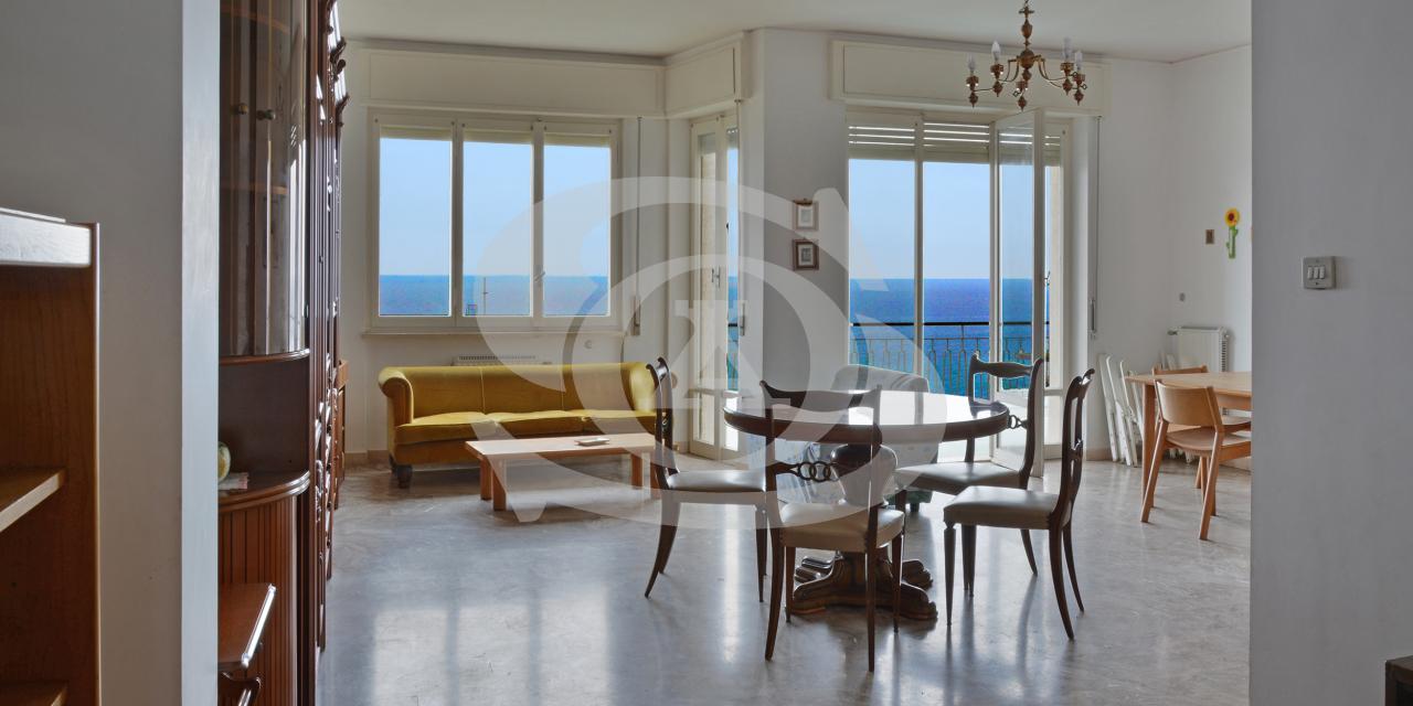 Appartamento in vendita a Ospedaletti, 6 locali, prezzo € 420.000 | PortaleAgenzieImmobiliari.it