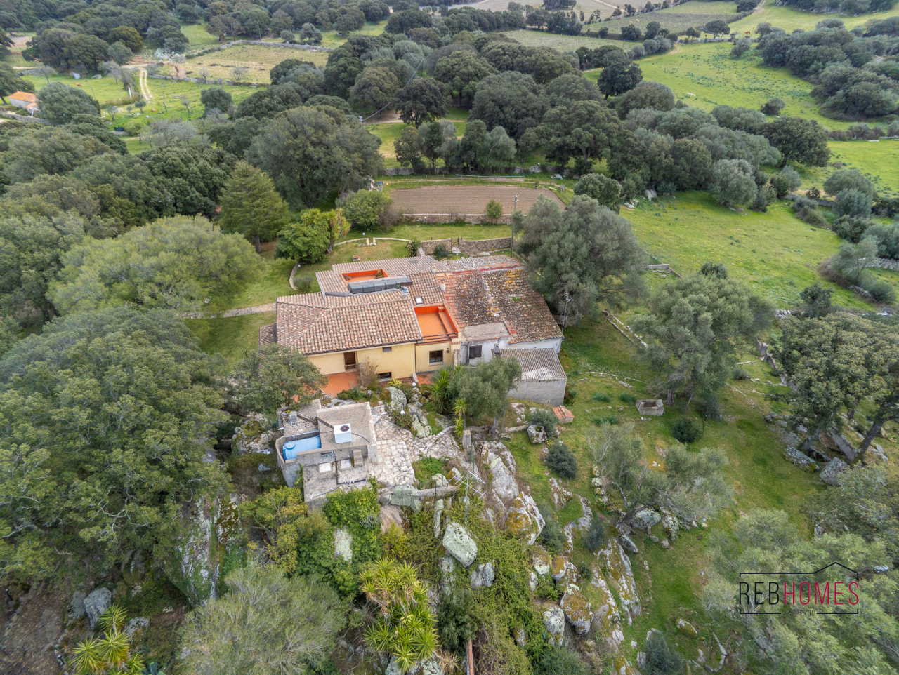 Villa in vendita a Calangianus, 17 locali, prezzo € 525.000   CambioCasa.it