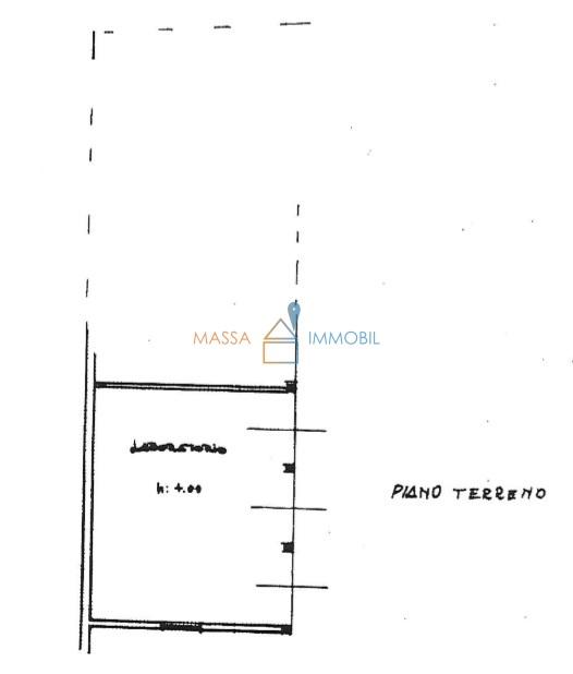 Capannone / Fondo - Industriale/Artigianale a Carrara