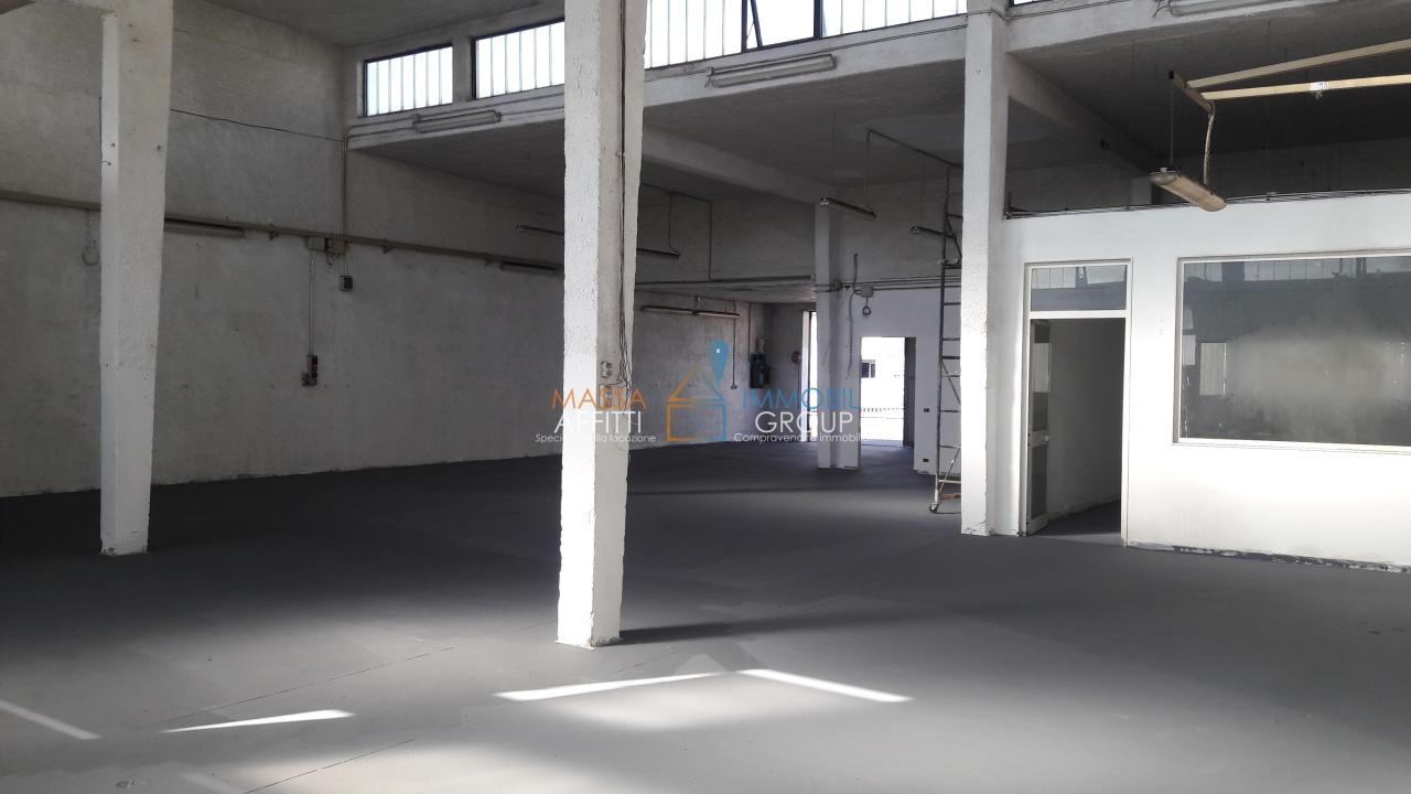 Capannone / Fondo - Industriale/Artigianale a Massa Rif. 7105540