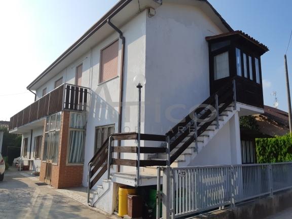 Casa Indipendente in buone condizioni in vendita Rif. 7869618