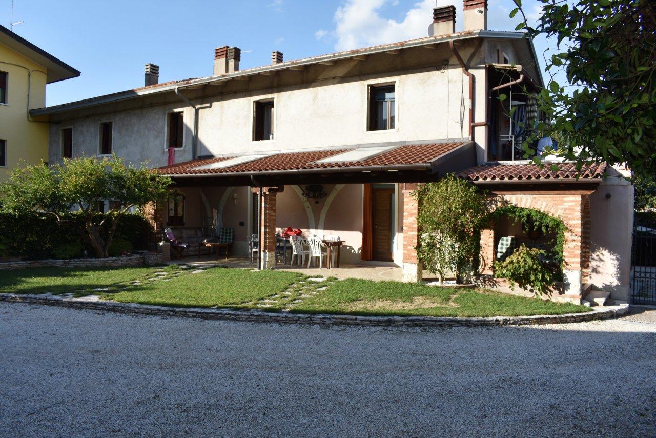 Porzione di casa ristrutturato in vendita Rif. 11086138