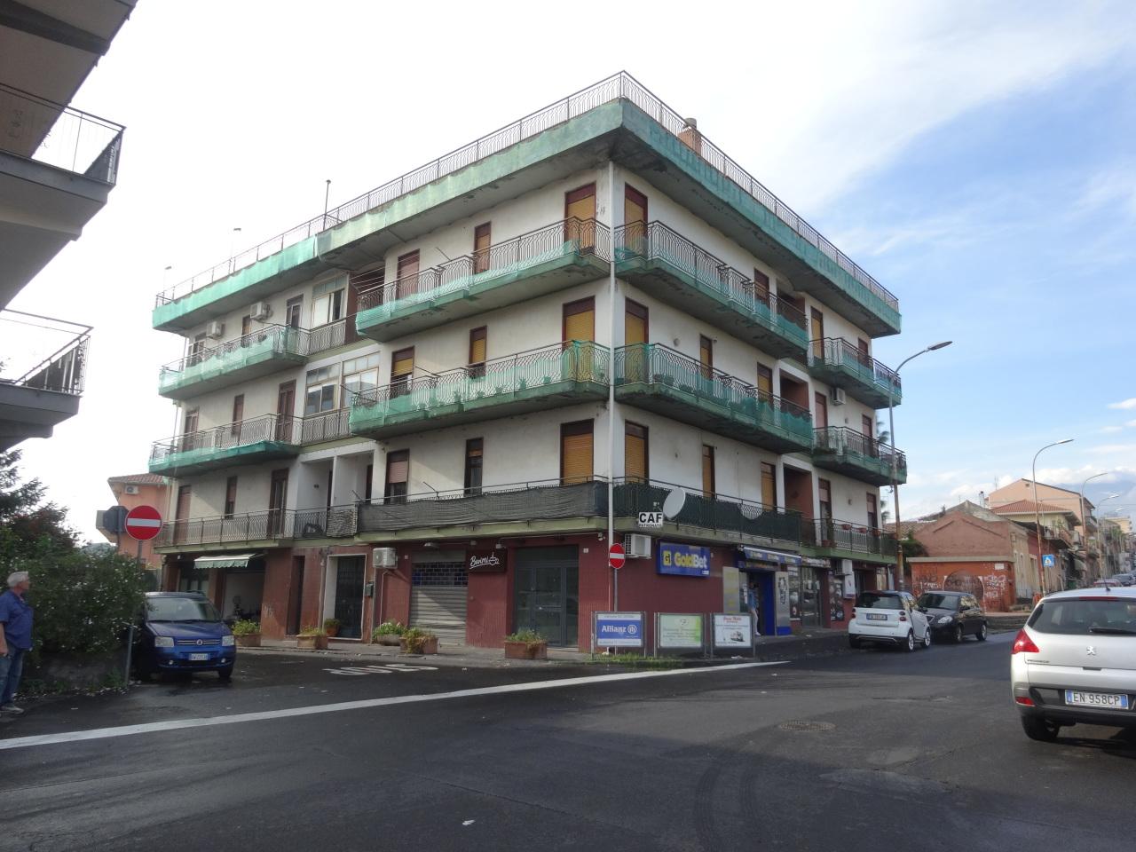 Appartamento in discrete condizioni in vendita Rif. 7989232