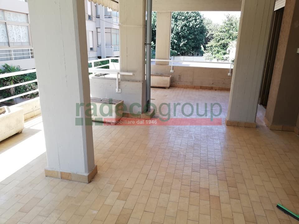 Appartamento in buone condizioni in vendita Rif. 10576681