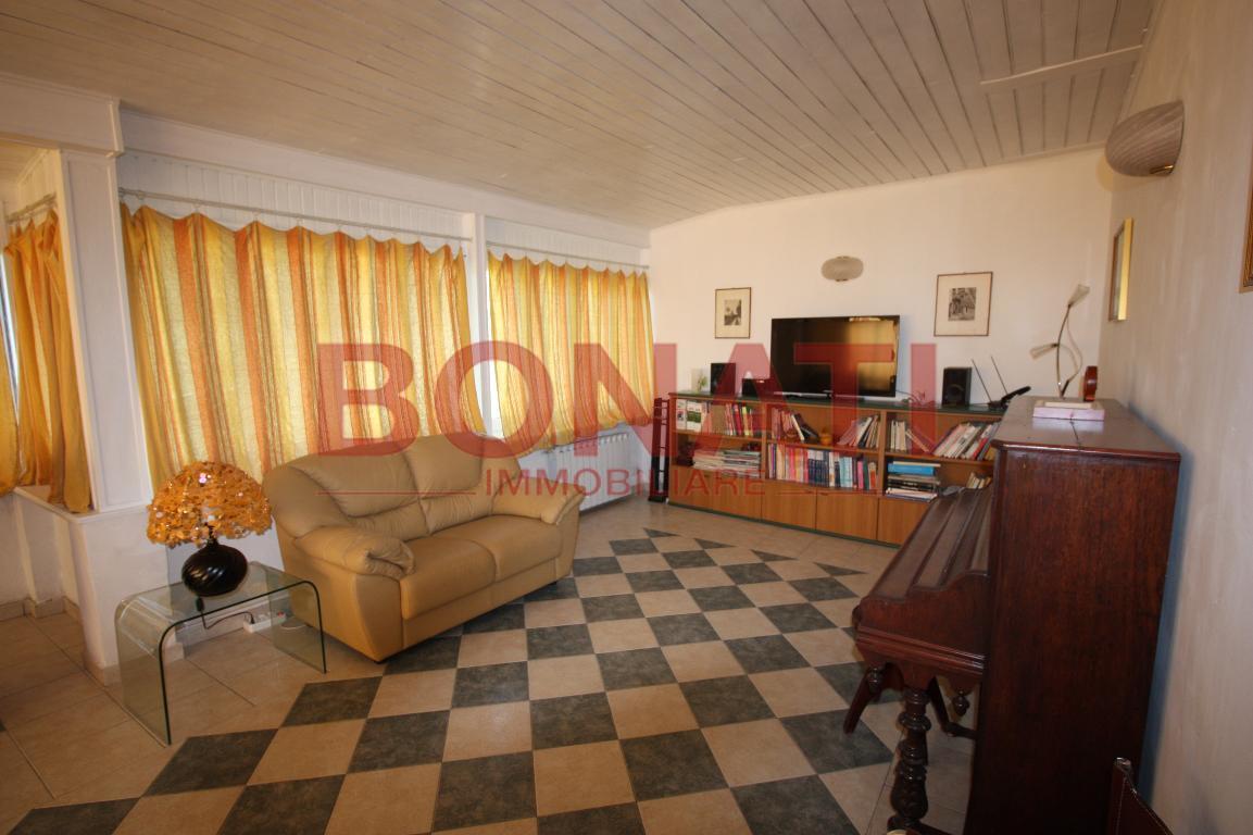 Appartamento ristrutturato in vendita Rif. 8150205