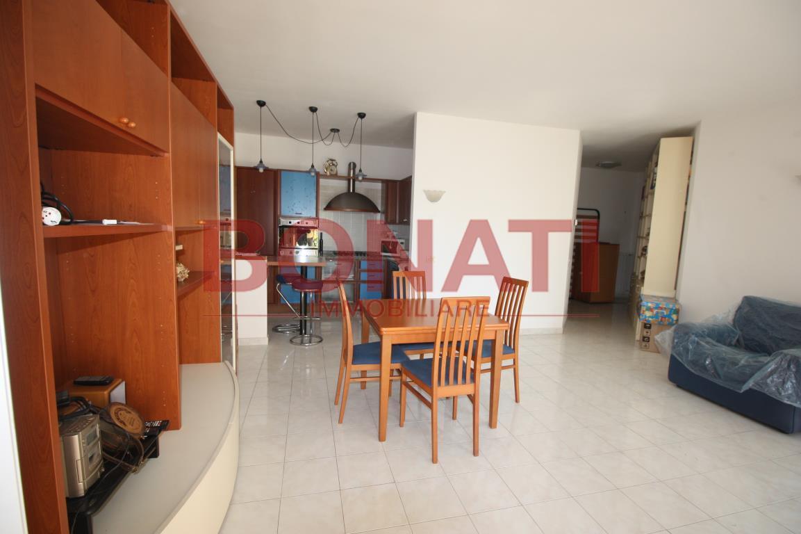 Appartamento in buone condizioni in vendita Rif. 8150182