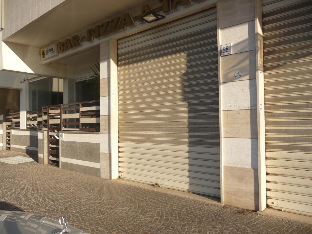 Locale commerciale - 2 Vetrine a Roma Rif. 11460798
