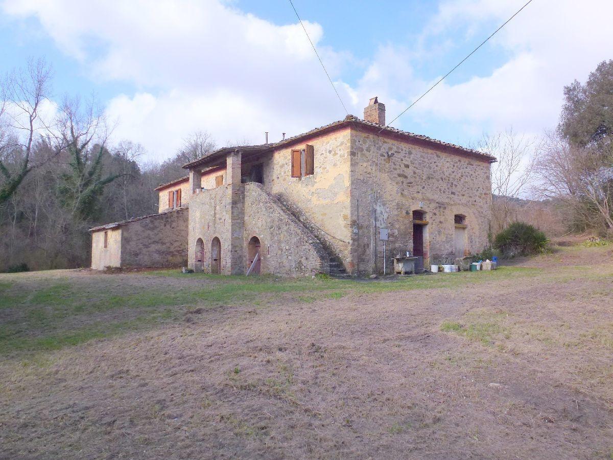 Rustico / Casale in Vendita a Montecatini Val di Cecina
