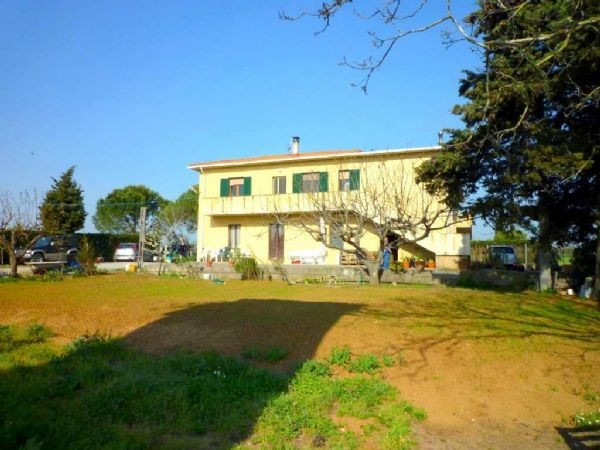 Rustico / Casale in buone condizioni in vendita Rif. 9373855