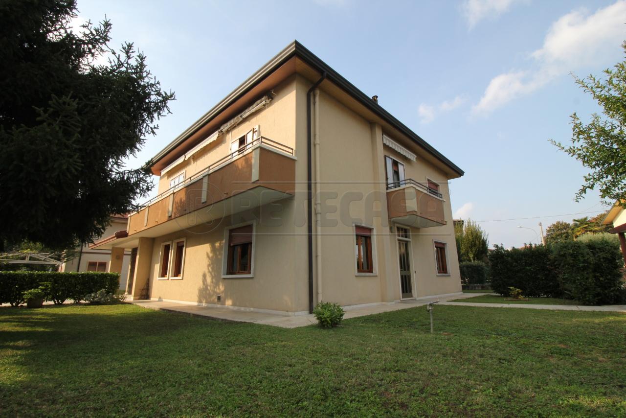 Villa in discrete condizioni arredato in vendita Rif. 11245315