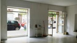 Immobile commerciale in Vendita a Pescara, 150'000€, 100 m²