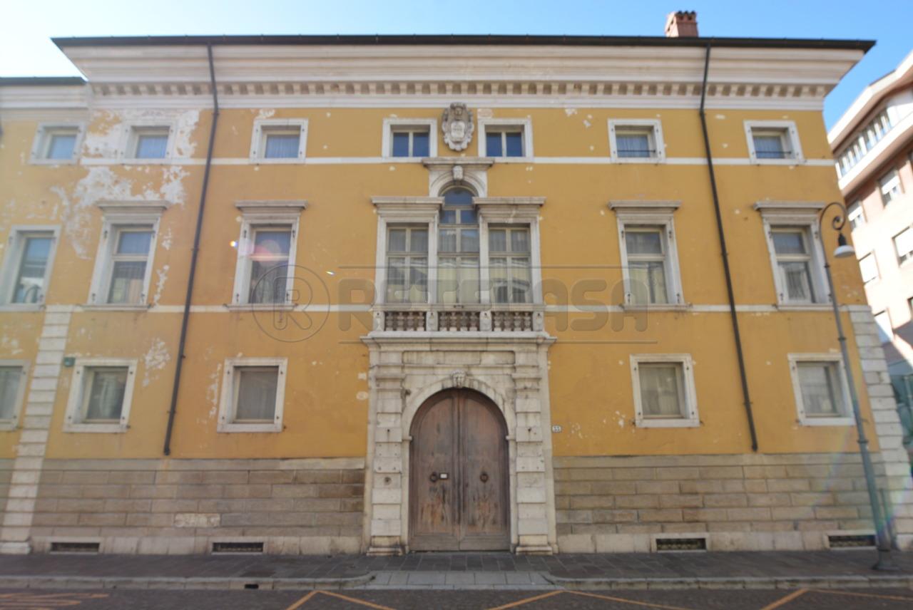 Ufficio / Studio in vendita a Udine, 15 locali, Trattative riservate | CambioCasa.it