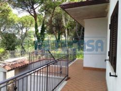 Villa in Vendita a Perugia, zona via tuderte, 530'000€, 450 m², con Box