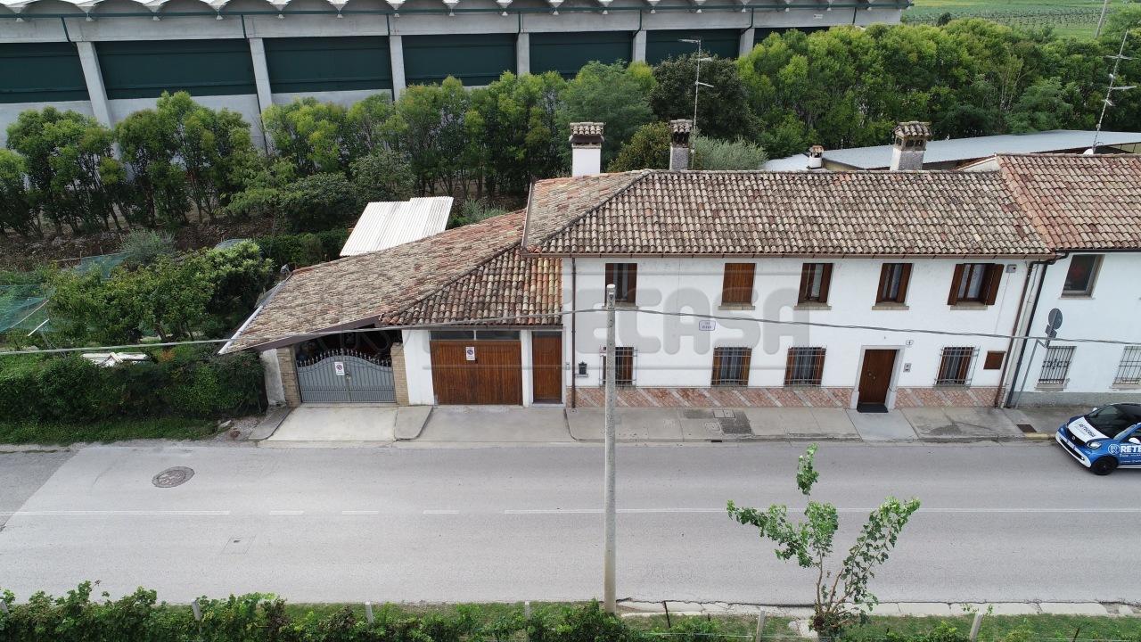 Casa Indipendente in buone condizioni in vendita Rif. 8266460