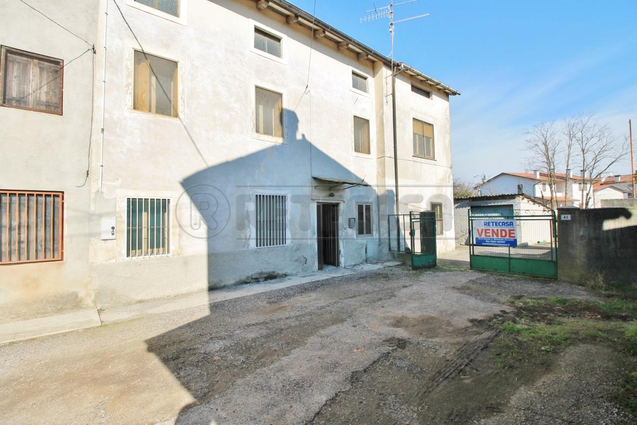 Rustico / Casale in vendita a Sarego, 8 locali, prezzo € 85.000 | CambioCasa.it