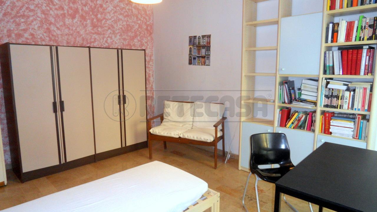 Appartamento in buone condizioni arredato in affitto Rif. 11266534
