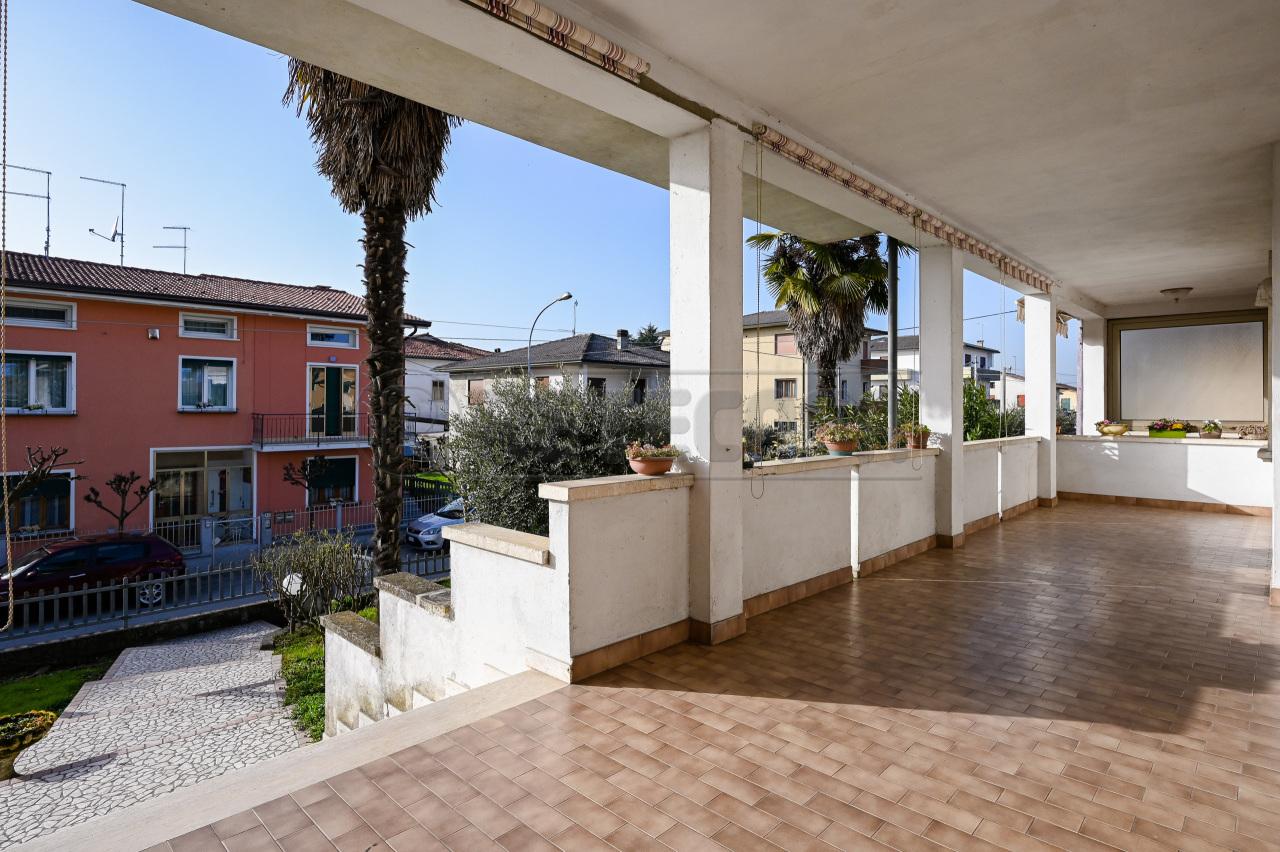 Soluzione Semindipendente in vendita a San Pietro in Gu, 9 locali, prezzo € 160.000 | CambioCasa.it