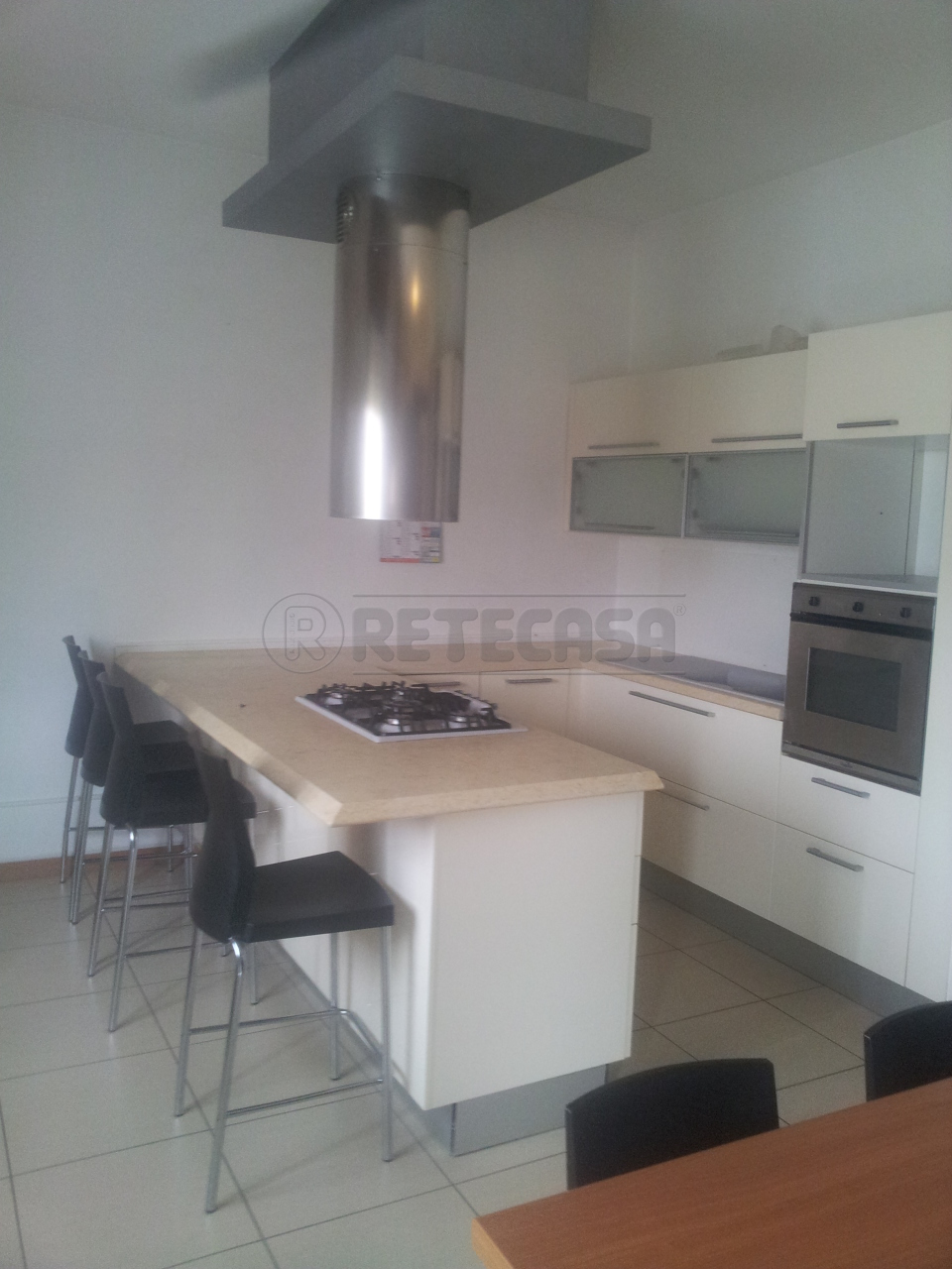 Trilocale in ottime condizioni arredato in affitto Rif. 12323276