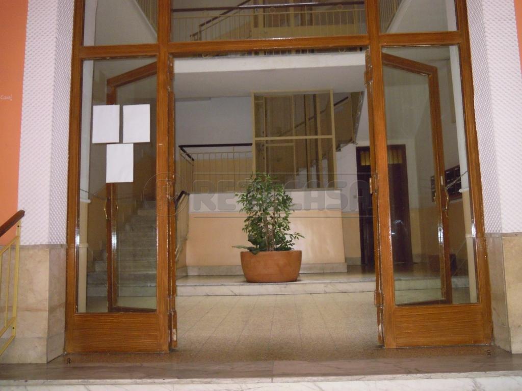 Appartamento in buone condizioni in vendita Rif. 8131814