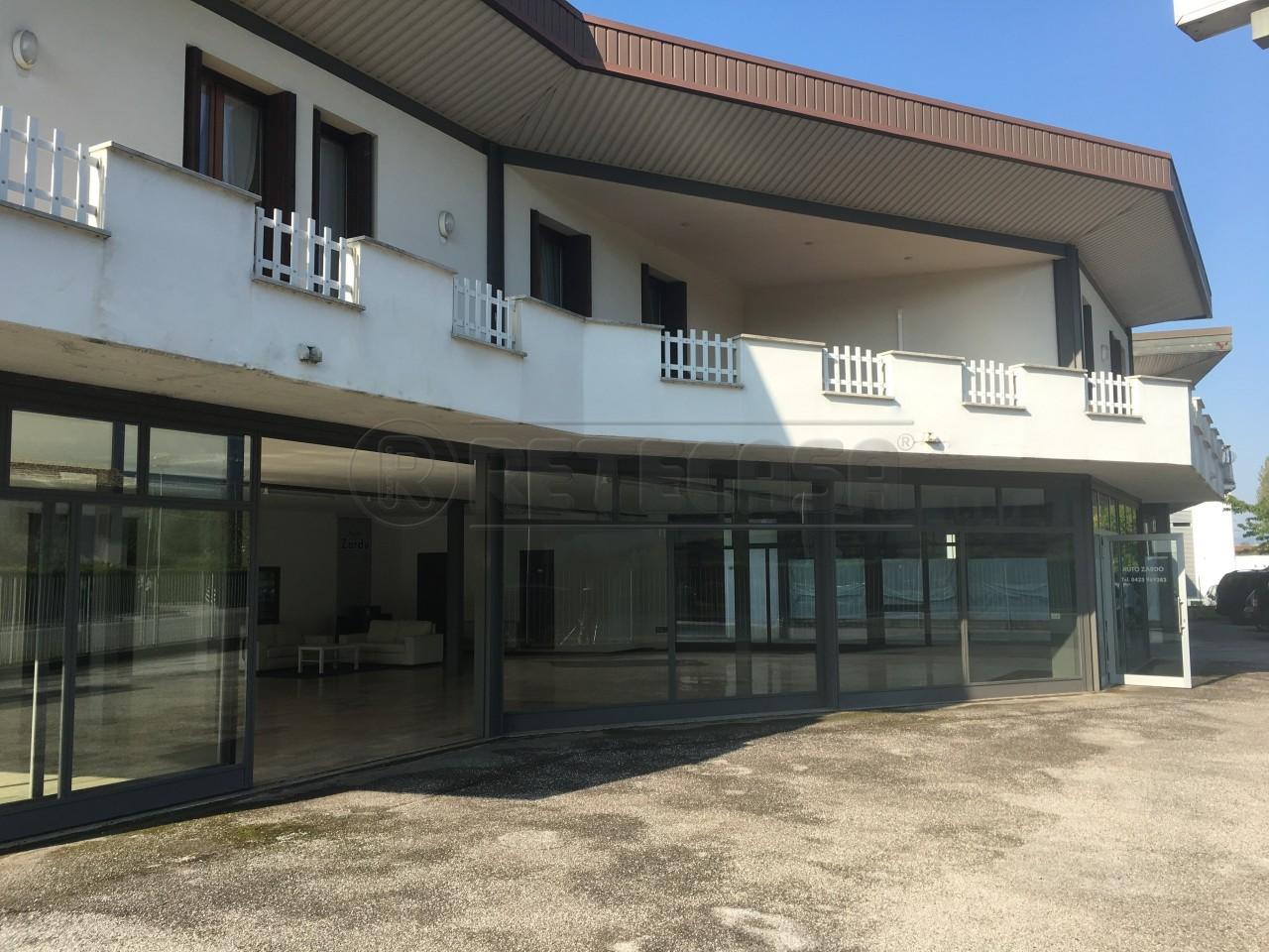 Palazzo / Stabile in vendita a San Zenone degli Ezzelini, 10 locali, prezzo € 390.000   CambioCasa.it