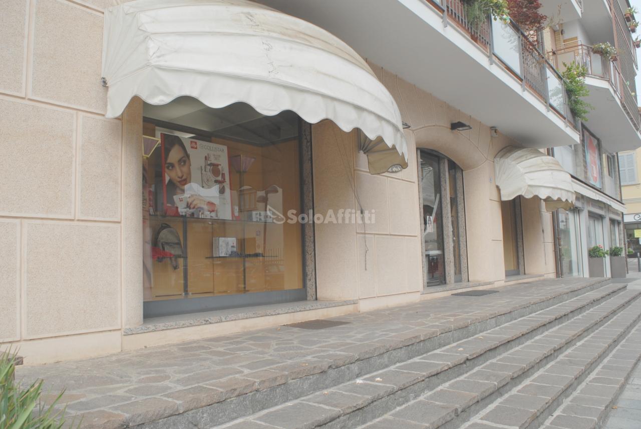 Negozio / Locale in affitto a Calusco d'Adda, 4 locali, prezzo € 999 | PortaleAgenzieImmobiliari.it