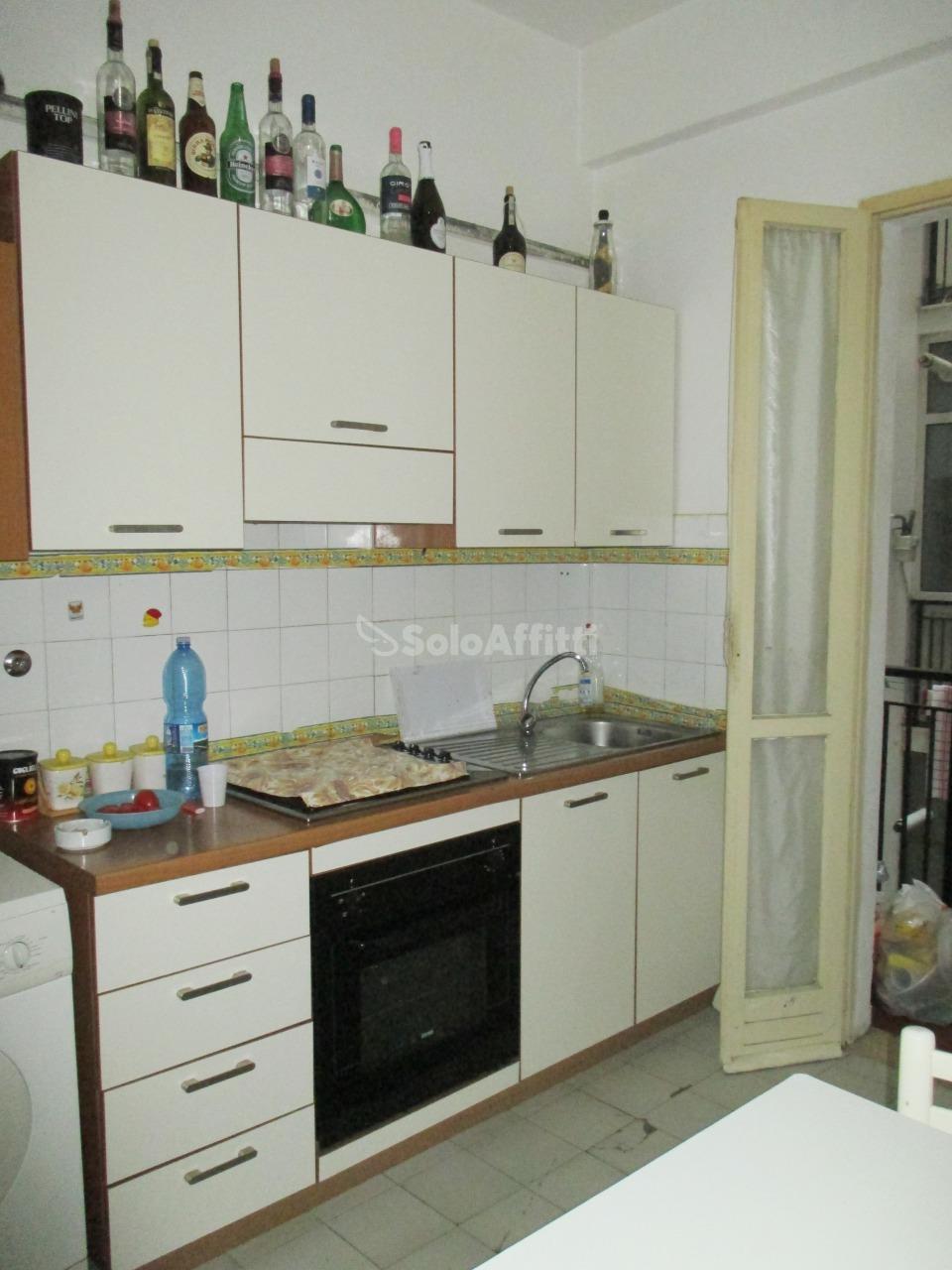 Stanza / posto letto da ristrutturare arredato in affitto Rif. 8996843