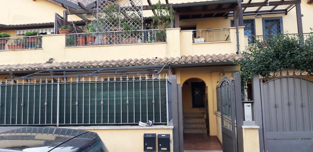 Bilocale in buone condizioni arredato in affitto Rif. 11666157