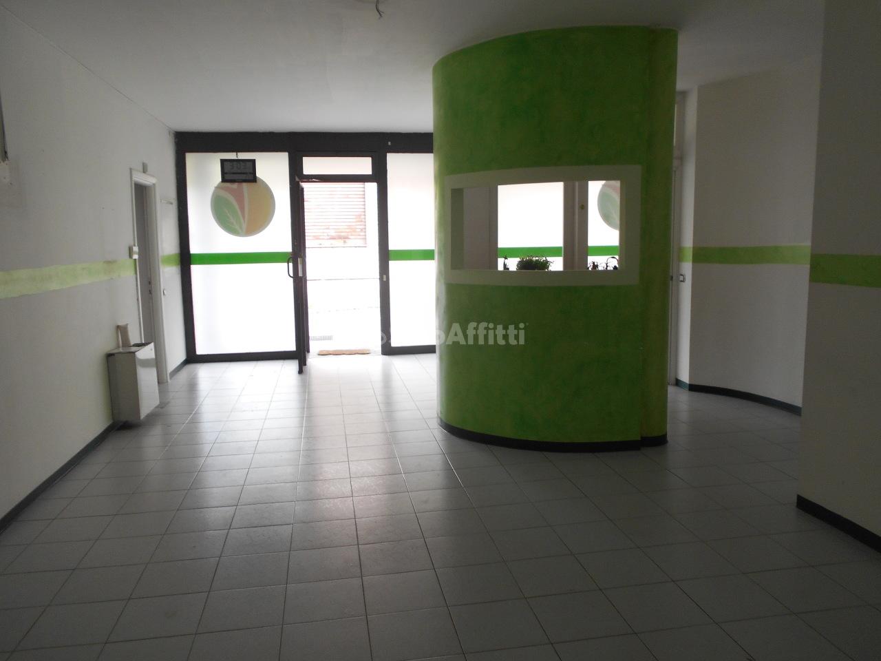 Fondo/negozio - 3 vetrine/luci a Cantù Rif. 5745336