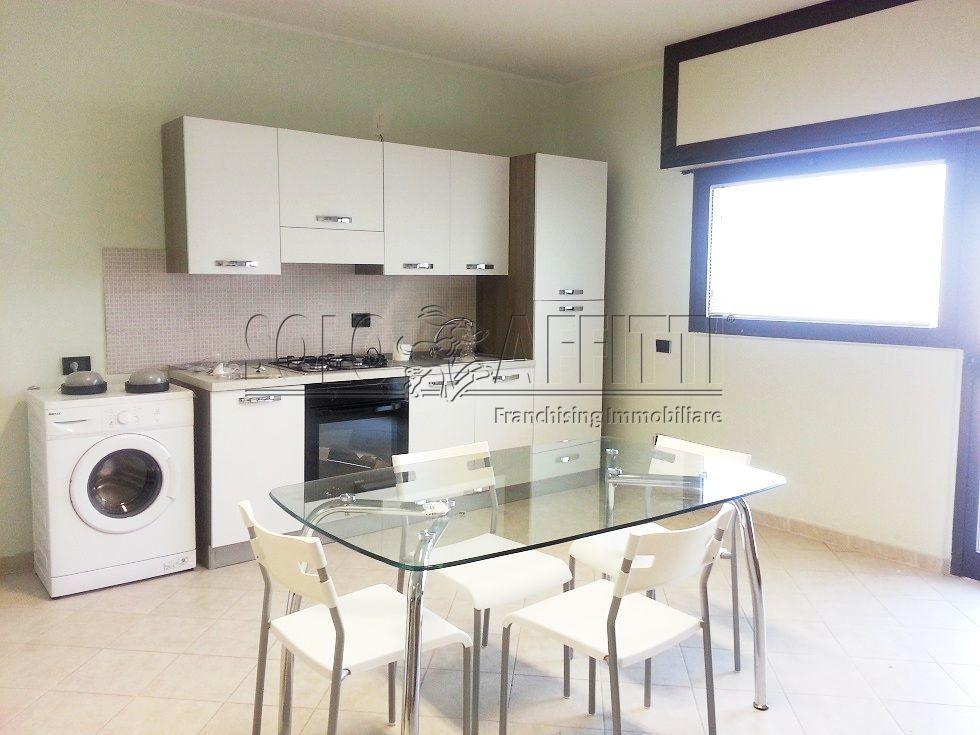 Quadrilocale in ottime condizioni arredato in affitto Rif. 10115915