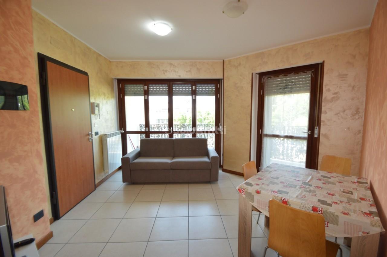 Bilocale in buone condizioni arredato in affitto Rif. 10689418