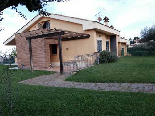 Villa in ottime condizioni in affitto Rif. 11365274