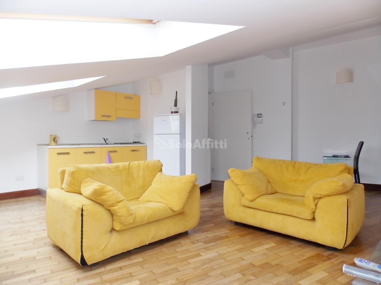 Bilocale in ottime condizioni arredato in affitto Rif. 6137151