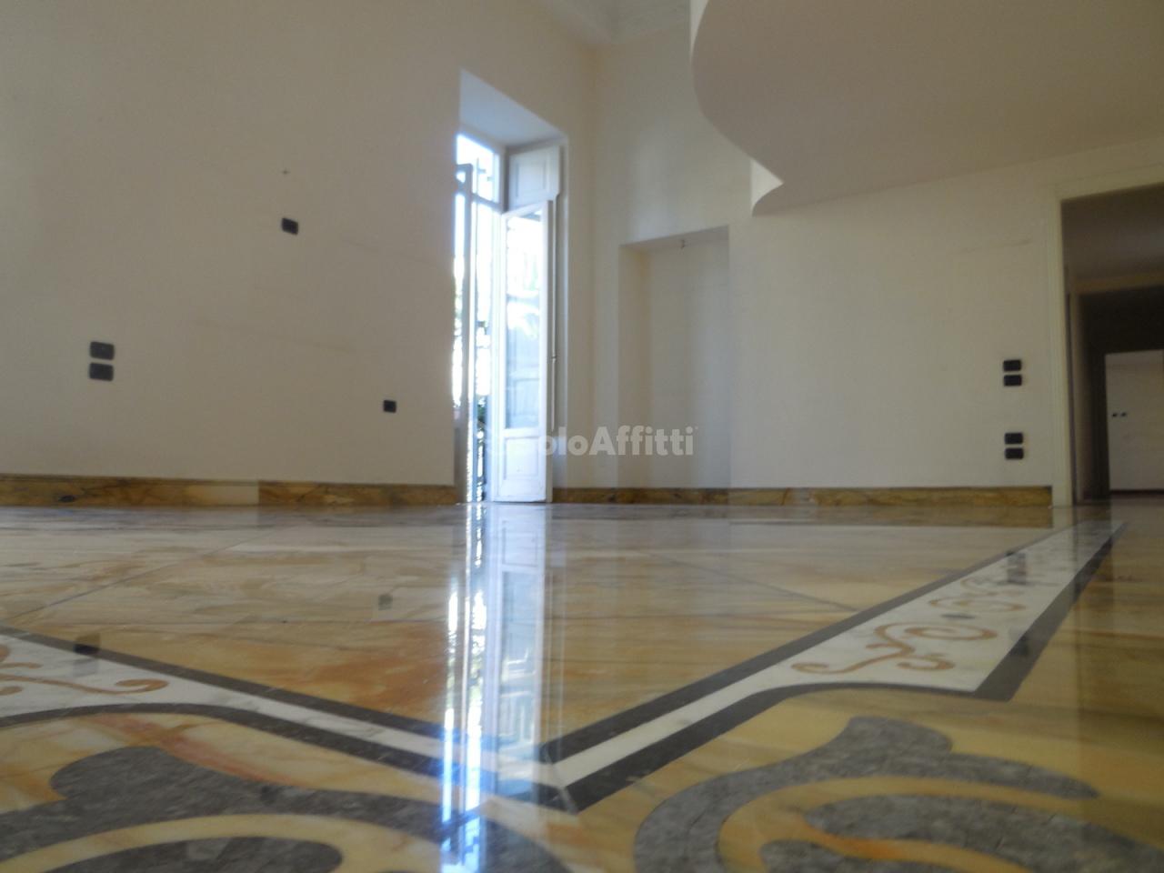Appartamento - 7 locali a Chiaia, Napoli
