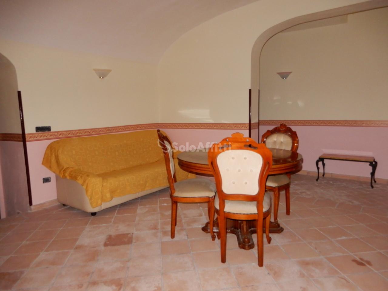 Bilocale in buone condizioni arredato in affitto Rif. 10006366