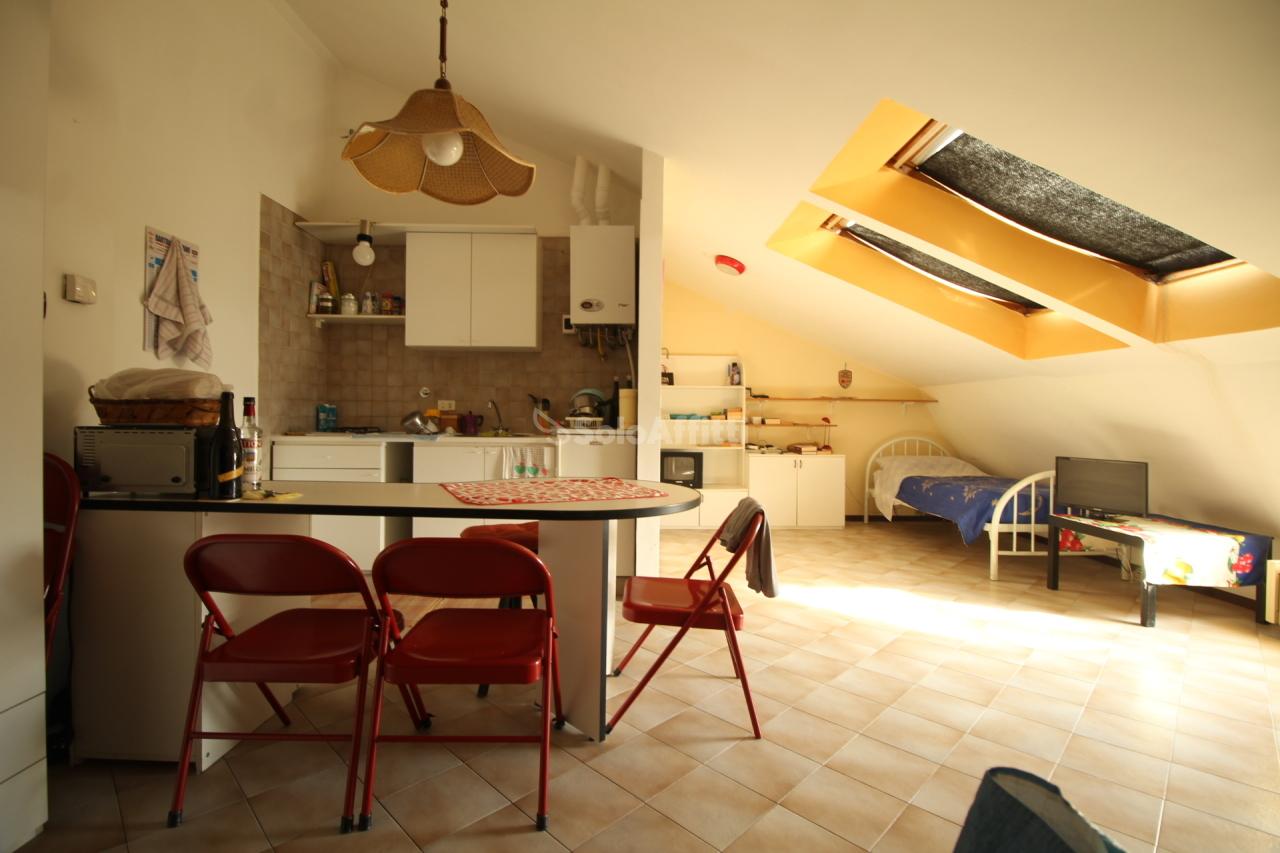 Monolocale da ristrutturare arredato in affitto Rif. 9811021