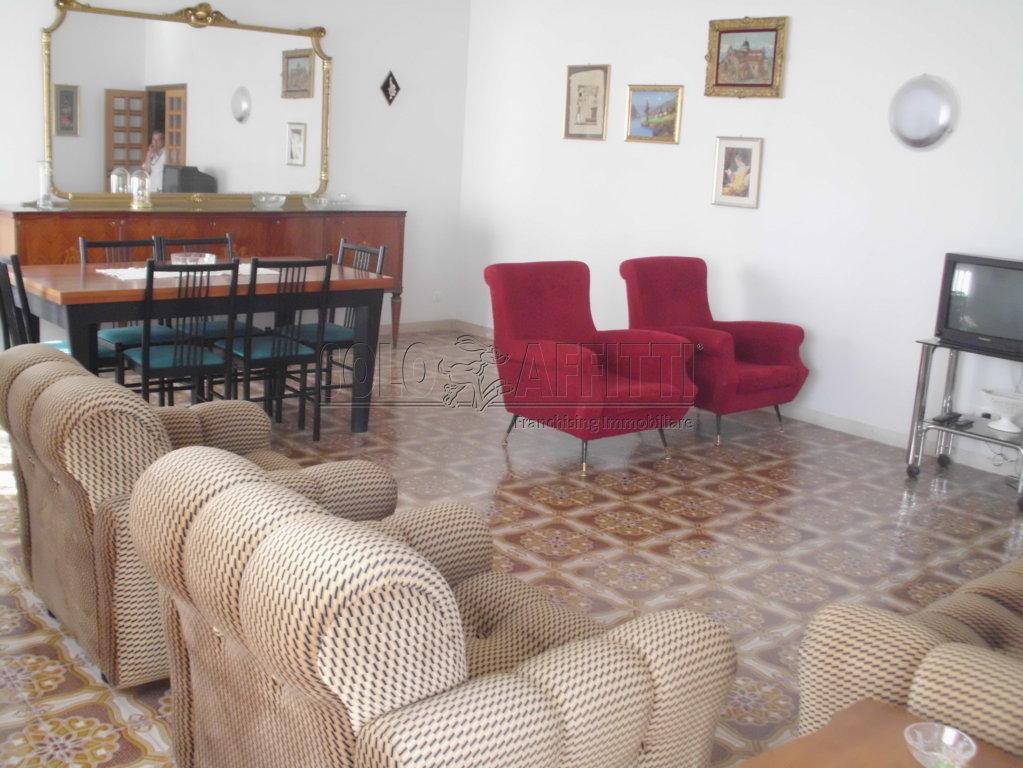 Appartamento in ottime condizioni arredato in affitto Rif. 9863174