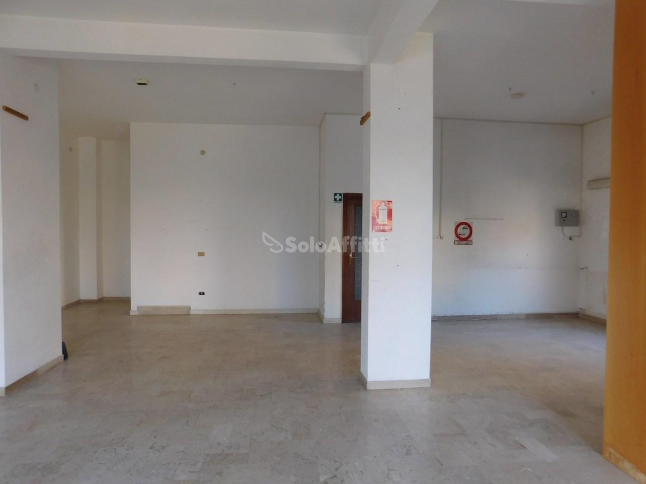 Negozio / Locale in affitto a Savona, 1 locali, prezzo € 650 | PortaleAgenzieImmobiliari.it