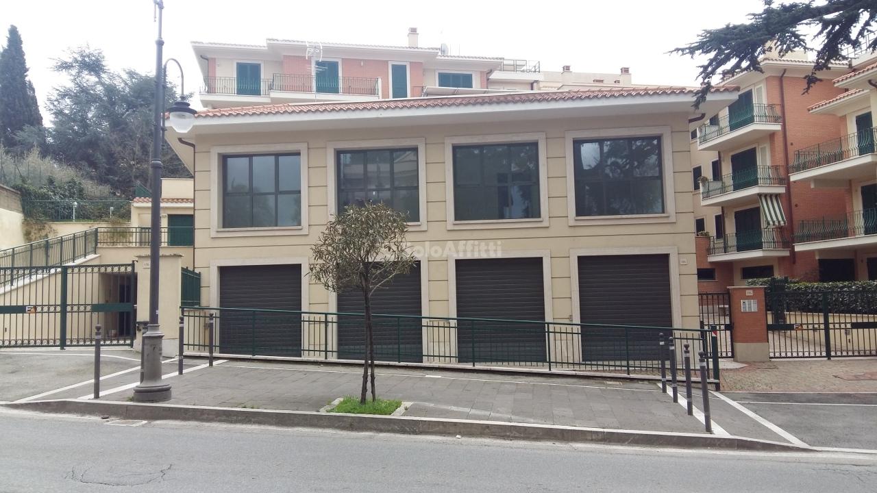 Fondo/negozio - 4 vetrine/luci a Marino Rif. 5779613