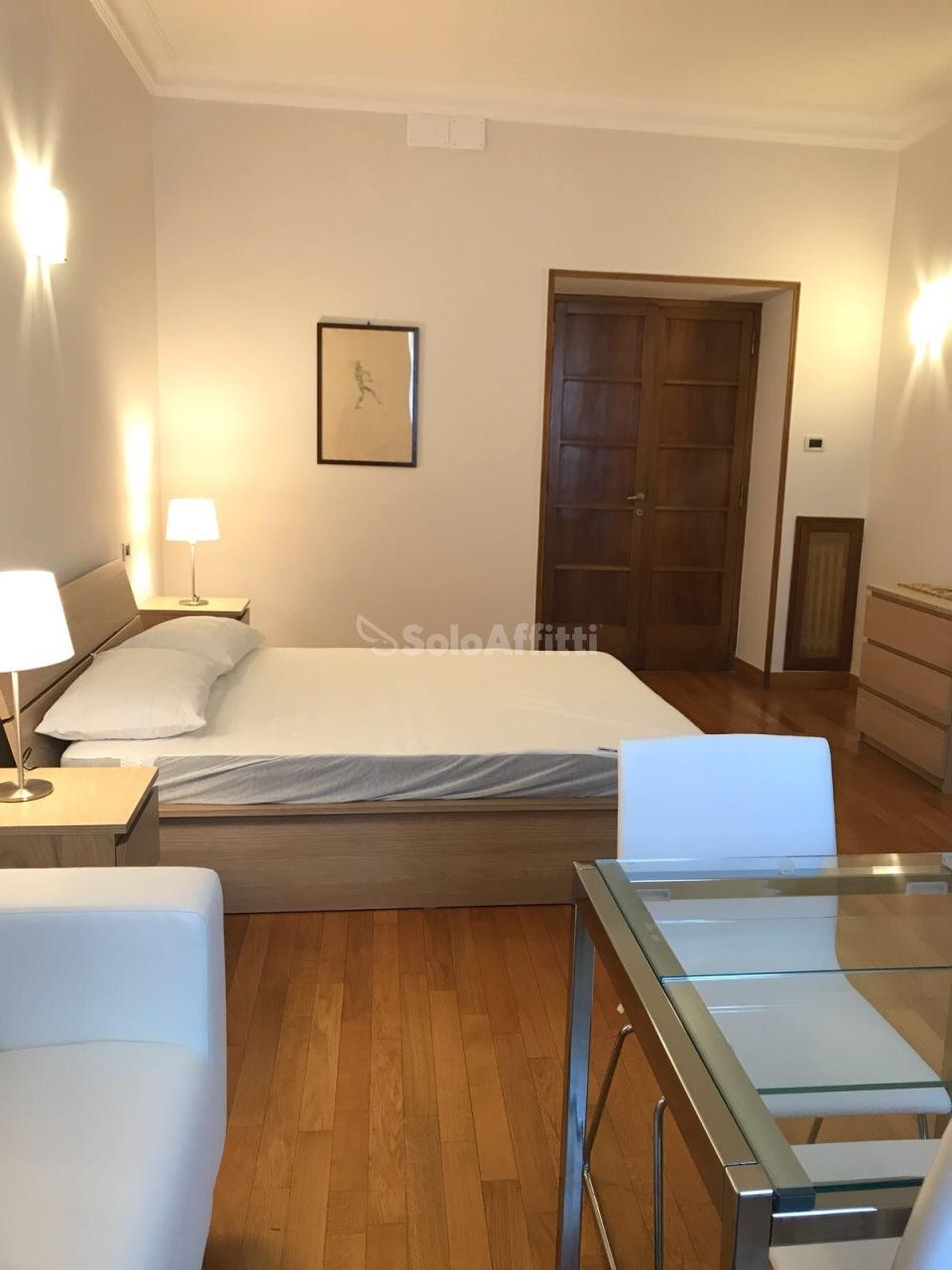 Stanza / posto letto in ottime condizioni arredato in affitto Rif. 10287720