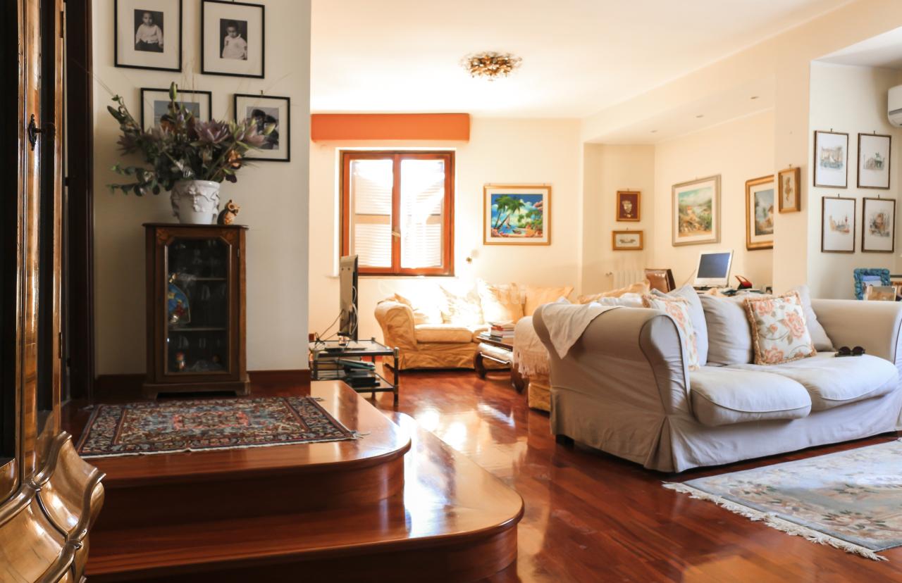 Pentalocale in ottime condizioni arredato in affitto Rif. 7989061
