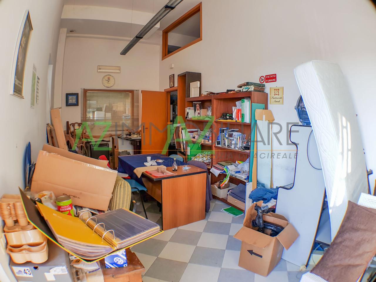 Capannone / Fondo - Commerciale a Aci Sant'Antonio Rif. 5831262