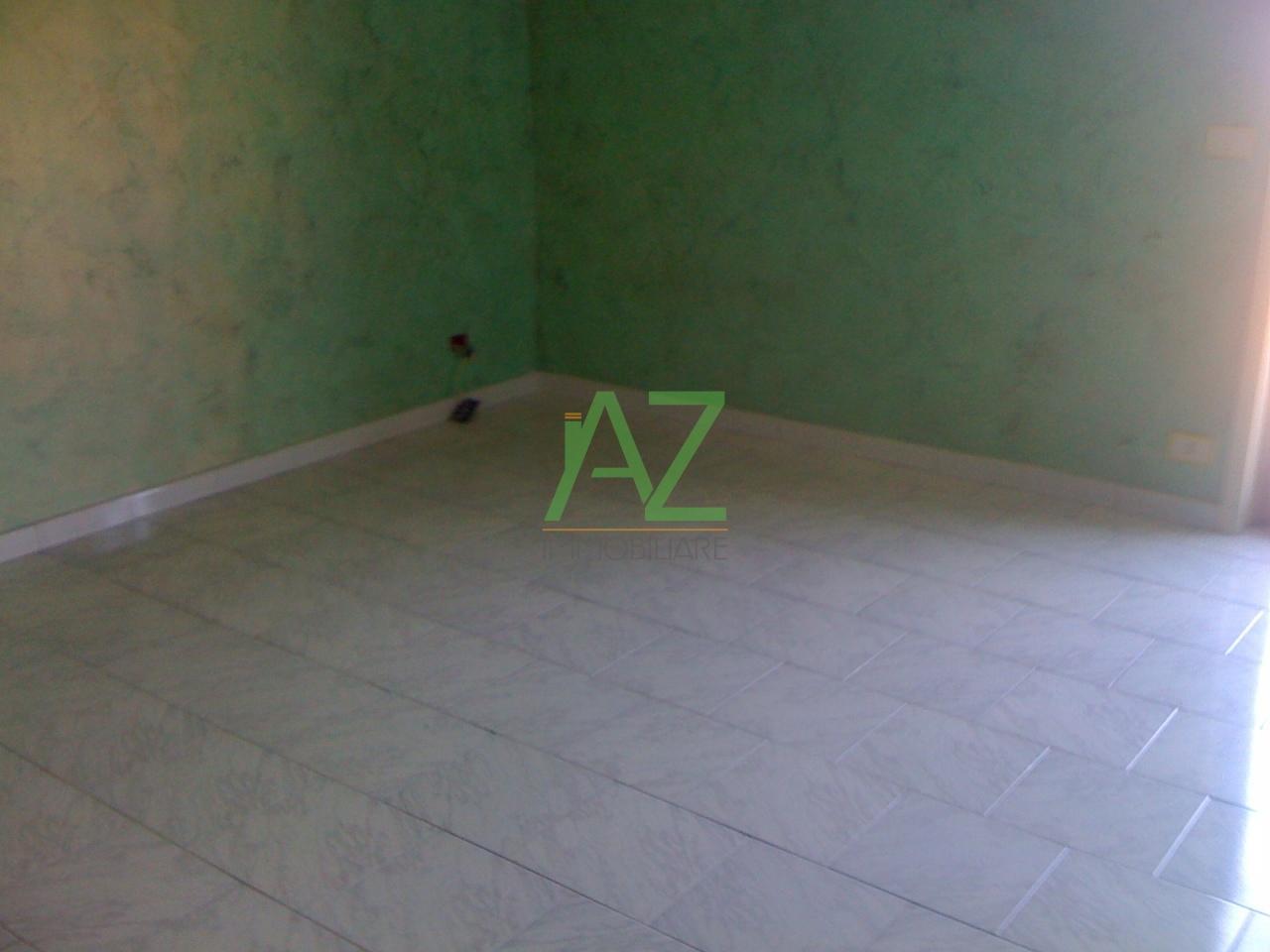 Appartamento in buone condizioni in affitto Rif. 8518276