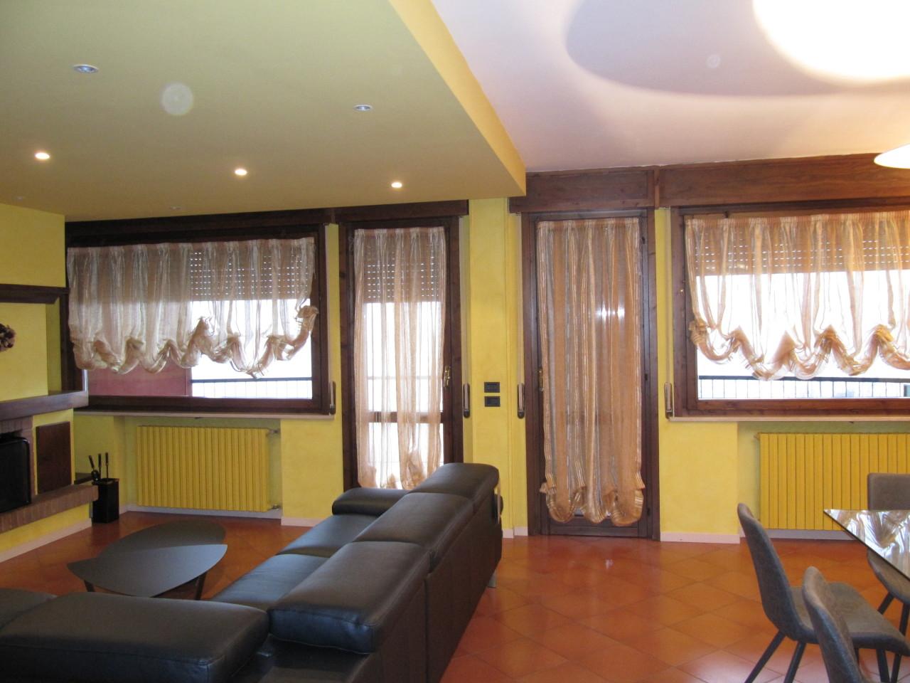 Pentalocale in ottime condizioni arredato in affitto Rif. 11939060