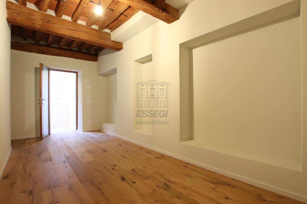 Appartamento Lucca Centro storico IA03520 img 12